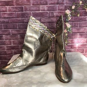 Vintage 1980's Metallic Fringed Moccasin Boots 9